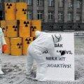 Läti Roheliste Partei aktivistid protestisid reedel Riias valitsushoone ees Leedu tuumajaama plaani vastu.