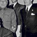 Vjatšeslav Molotov allkirjastab 28. septembril 1939. Saksamaa ja Nõukogude Liidu mittekallaletungilepingut.