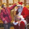 Ainult Mia jõulumaal on päris ehtne jõuluvana, kelle kingipaki sisu isegi vanemad ei tea! Fotomeenutus eelmisest aastast. Foto: MTÜ Noor Ise-Loom