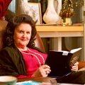 Nõmme mändide all presidendipaarile elamiseks antud vanas majas on kaks ühesugust nahkset tugitooli. Kuid kindlat kohta Ingridil-Arnoldil ei ole. Akna alla näiteks istub see, kes esimesena jõuab. Täna oli Ingridi kord.