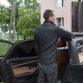 После проверки полиция вернула мужчине автомобиль с развороченным салоном