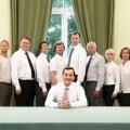 Endine sotsiaalse sidususe minister (Taavi Teplenkov, ees) ja grupp Eesti elu pärast muretsevaid aktiviste