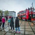 Eesti meistriliigas pronksi võitnud Rapla meeskonda ootasid fännid vihmasajust hoolimata. Korvpall on Rapla kogukonnale oluline.