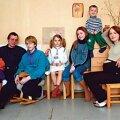 VASAKULT PAREMALE: Mark Artur, Peeter, Kustas, Pipa, Sanna, Ekke ja Tiina (koos Margaretiga). Tiit Blaat
