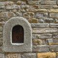 """ФОТО   В Италии вновь заработали """"винные окна"""" для продажи напитков. 400 лет назад их использовали во время эпидемии чумы"""