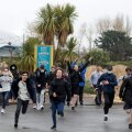Noored jooksevad tormi Londonis taasavatud Thorpe'i lõbustuspargile.