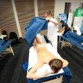 Massaažimodelli magus elu: Kui sõber on masseerija, on pingevaba elu garanteeritud.