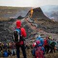 Vulkaan ja huvilised eile Islandil.
