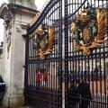 Prinst ristitakse Buckinghami palees suletud väravate taga.