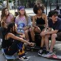 """TÜDRUKUD RATASTEL: """"Skate Kitchen"""" pakub leevendust naistegelaste eneseleidmisest rääkivate filmide põuale."""