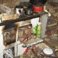 Päästjad on Eestis näinud selliseid väga äärmuslikke ja tuleohtlikke eluruume. Paraku paljud neist lahvatavadki varem või hiljem küttekoldest, suitsukonist või elektrijuhtmest põlema ja nii mõnigi elu on kahjuks nõnda lõppenud.