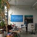 Ludmilla Siim oma Helsingi ateljees uuemate teostega.