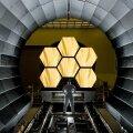 Webbi teleskoobi maatrikspeegli esimesed orbiidikõlbulikud tükid (Foto: Wikimedia Commons, vabakasutuseks; NASA / MSFC / David Higginbotham)