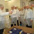 Saue Production OÜ tööstusmaitseainete tehast tutvustas juhataja Veiko Soone (vasakul). Foto: Sirje Piirsoo