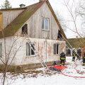 Päästjad käisid redelite abil kontrollimas ka maja pööningut.