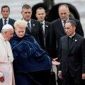 """ФОТО: """"Это столетие для Вас было отмечено множеством испытаний и мук"""". Папа Франциск обратился к жителям Литвы"""