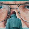 NEED SILMAD, NEED SILMAD: 1999. aasta riigikogu valimiste eel ilmusid tänavatele plakatid, kust vaatasid vastu Edgar Savisaare tohutu suured silmad. Eesti poliitreklaami ajaloo ühe säravaima kampaania taga on Urmas Villmann ja Paavo Pettai.