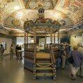 Mõnes saalis kohtabsünagoogide interjööre, mille värvide ja kujunduses kasutatud elementide rohkus paneb veel pikka aega hiljemgi imestama.