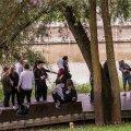 FOTOD | Tartu noortekambad kogunevad Emajõe ääres: alkohol, sigaretid ja paraku ka kaklused