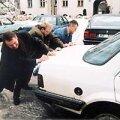 Kallas ajas sõbrad kokku, üheskoos lükati Siimu vanale Opelile hääled sisse. Ees ootab Brüssel!