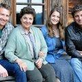 Hans Gruber; Elisabeth Gruber – Hansu ja Martini ema; Lilli Gruber – alguses Hansu, siis tuleb välja, et hoopis Martini tütar; peategelane dr Martin Gruber.