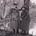 Vladimir Majakovski ja Lili Brik 1918. aastal filmivõtte vaheajal Peetri pargis.