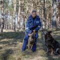 Põhja prefektuuri koerajuht Julia Eesalu käis kadunuks jäänud Olevit otsimas koos oma teenistuskoerte Sharky ja Machoga (paremal).