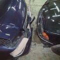 FOTOD | Soomes peteti vanade Eesti autodega avariisid lavastades kindlustuselt välja kümneid tuhandeid eurosid