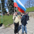ФОТО и ВИДЕО Delfi | Мужчина с флагом России на Дне Победы в Нарве: вопросов от правоохранительных органов не было, но все еще впереди?