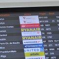 FOTOD: 12 tundi lennujaamas Türki reisi oodanud inimesed paigutakse Tallinnas hotelli