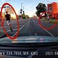 VIDEO | Mis liiklusseadus? Hulljulged elektritõukeratturid kruiisivad keset autoteed