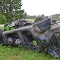 Viljandimaal sõitis auto kraavi katuse peale