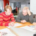 Kaks pead on ikka kaks pead: Peatoimetaja Allar Tankler ja külalispeatoimetaja Olari Taal käesoleva lehe maketti joonistamas.