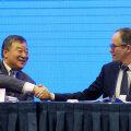 Liang Wannian ja Peter Ben Embarek