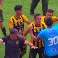 ВИДЕО   Матч в Боливии завершился массовой дракой футболистов и болельщиков
