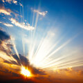 ETTEKUULUTUS | Täna paistab nii ere päike kui kärgatab kõu, ent armastus käib ikka kõhu kaudu