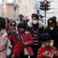Näomaskidega turistid üleeile Roomas.