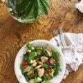 ФОТО   Овощной салат с тунцом и авокадо