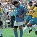 1994. aasta MM-finaali lõpplahendus: taamal rõõmustavad õnnelikud brasiillased, esiplaanil palli taevasse saatnud Roberto Baggio.