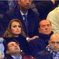 Berlusconi kihlus endast 50 aastat noorema naisega