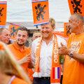 Kuningas Willem-Alexander (keskel)