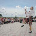 Tantsijad Raculesti külas pereväärtusi propageerivatel pidustustel