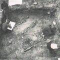 Foto 3. Varbola linnuseõuel 15.–17/18. sajandil asunud külakalmistu kaevamised 1938.