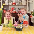 Kindast jänkusid ja kauneid mune nähes muutuvad Kendra ja Ulla kohe rõõmsaks ja vallatuks.