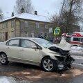 Viljandis põrkasid kokku kiirabiauto ja sõiduauto