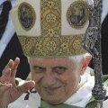 Paavst Benedictus reformib kirikut vähikäigul