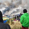 APOKALÜPTILINE GALERII: Likvideerimisele määratud Calais´ põgenikelaager süüdati põlema