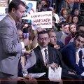 Oleg Tesla möödunud aastal Vladimir Putini pressikonverentsil (istub, eestikeelse plakatiga)