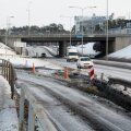DELFI FOTOD: Avarii veoautoga põhjustas Tallinnas Tammsaare tee pikendusel üliohtliku olukorra