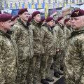 Генерал-лейтенант Михаил Забродский перед украинскими солдатами